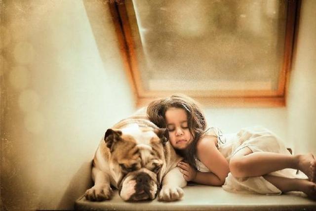 摄影师镜头下的女儿和狗狗