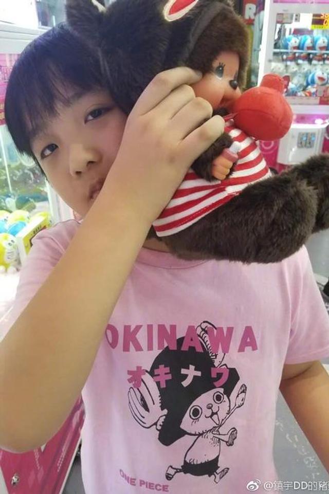 费曼在商场娃娃机抓超多娃娃