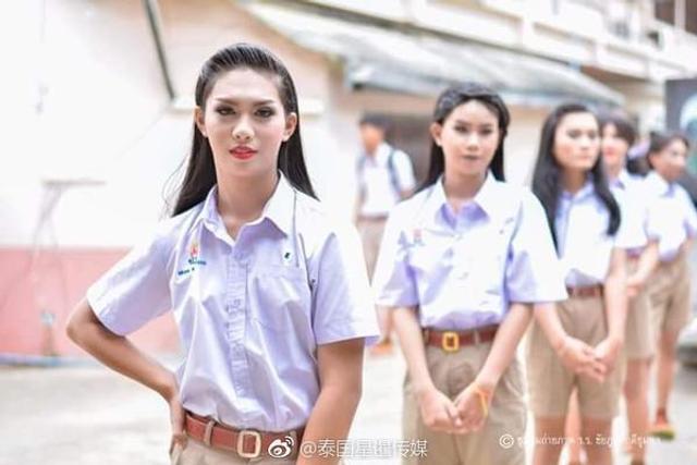 泰国全男子中学开学仪式