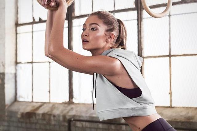 超模Gigi运动大片秀肌肉