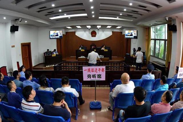 福州:党员干部旁听庭审行贿案