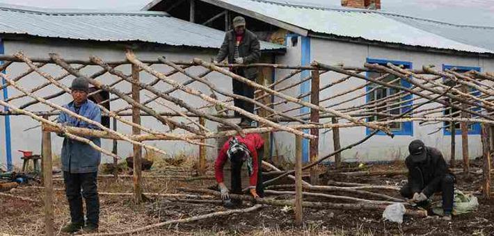 袖珍村庄只剩18人 村民搭伙过日子