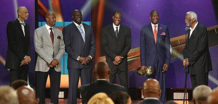 NBA界奥斯卡!5大中锋为拉塞尔颁奖