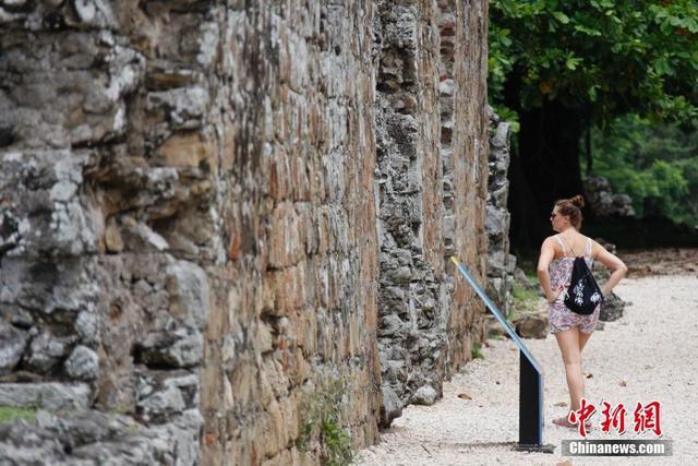 巴拿马古城遗迹吸引游客目光