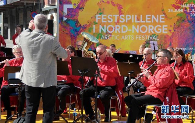 北极艺术节在挪威北极圈小镇开幕