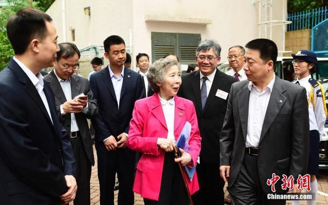 杨利伟等三人莅临香港中学